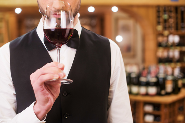 https://apetitoenlinea.com/wp-content/uploads/2019/03/Young-wine-Sommelier-wine-Stock-Photo-05.jpg